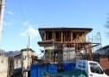 屋根を葺き替え、スケルトンを耐震強化した