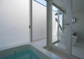 屋上バルコニーに面する浴室