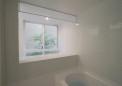 隣地の借景を取り込む浴室