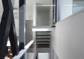 2階から中2階を見下ろす