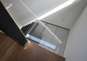 玄関を明るくする透明階段