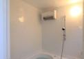 天井高さを低く抑えた浴室