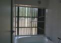 木製ルーバーに守られた浴室