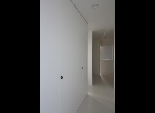 寝室階の廊下一面をクローゼットに