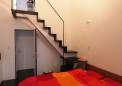 寝室から階段で上がるクローゼット