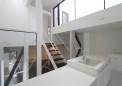 屋上バルコニーから採光するキッチン