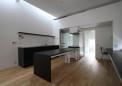 ステンレストップと黒の塗装仕上げのオーダーキッチン