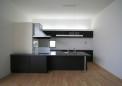既製品のキッチンを空間に合わせアレンジして使用