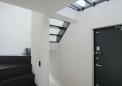 透明床の天井のある玄関