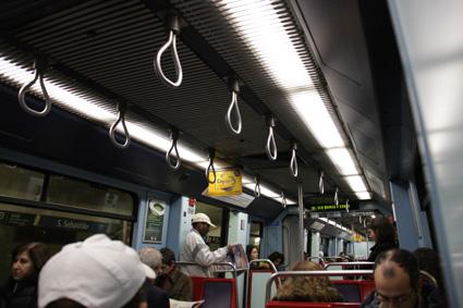 12地下鉄車内