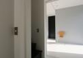 13_共用玄関からBユニット寝室を見る